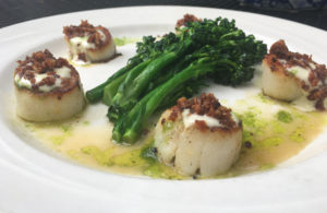 Scallops with Peppercorn Bacon Crumbles